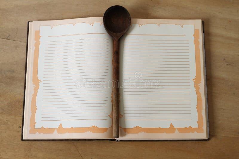 Notizbuch für Rezepte lizenzfreie stockbilder