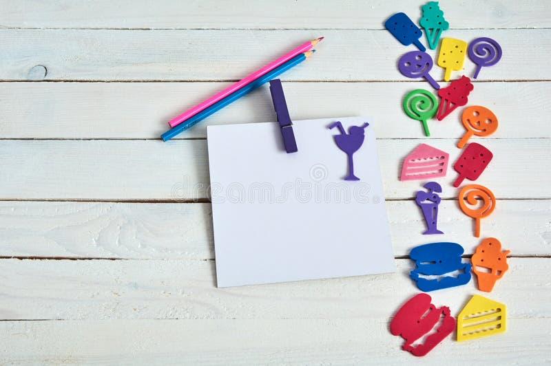 Notizbuch mit Farbbuchstaben stockfotos