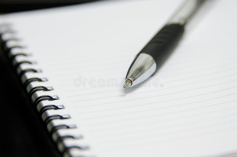 Notizbuch mit Feder stockbilder