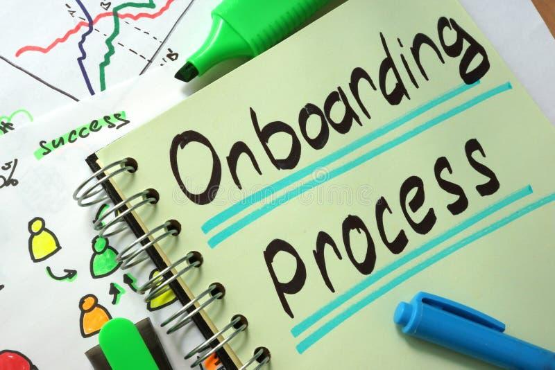 Notizbuch mit Zeichen Onboarding-Prozess stockbilder