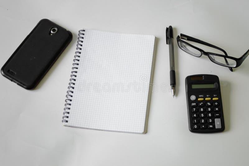 Notizbuch, Stift, Gläser und Rahmen stockfoto