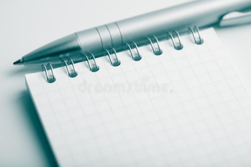 Notizbuch und Feder stockfotografie