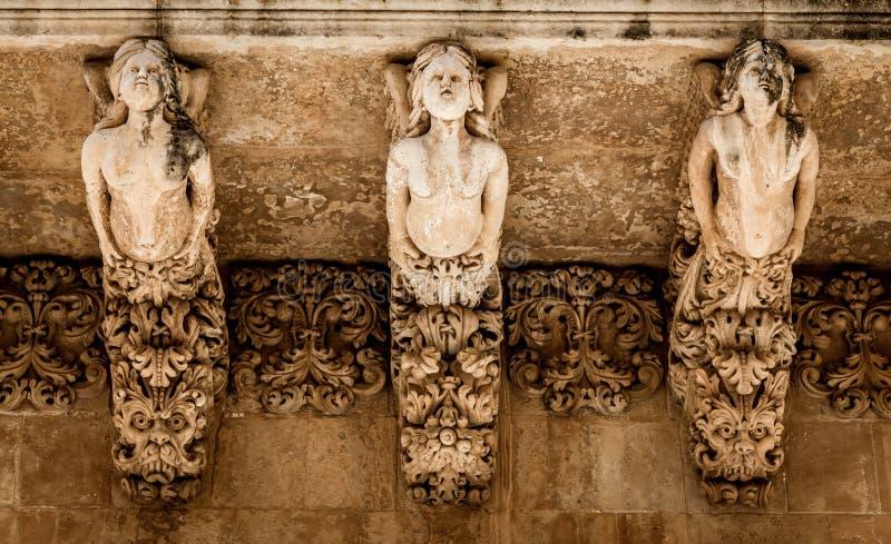 NOTO, ИТАЛИЯ - деталь барочного балкона, 1750 стоковое изображение