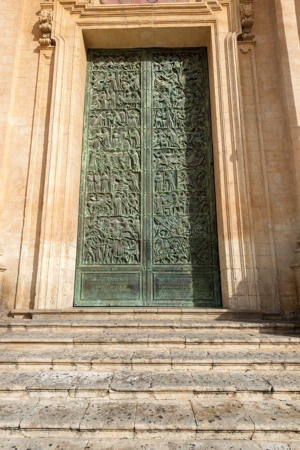 Noto Sicilia Italia - dettaglio della cattedrale di San Nicolo fotografia stock