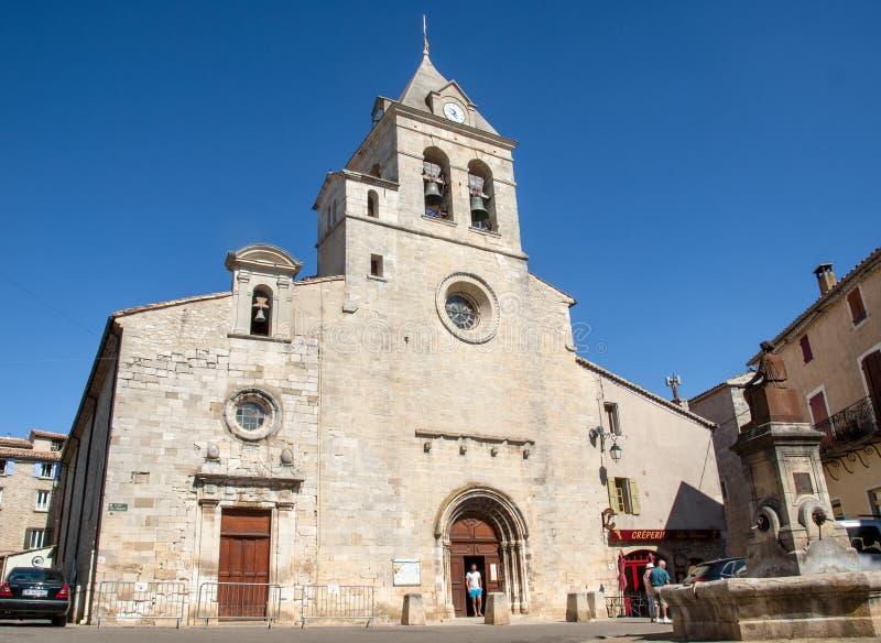 Notre Damae De Los angeles Objeżdżający romańszczyzny farny kościół w Sault, Vaucluse, Francja obraz stock