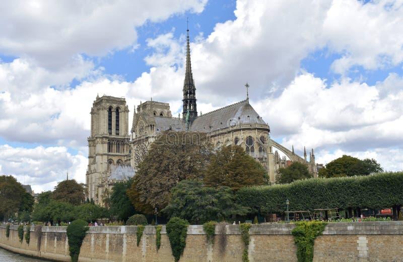 Notre Damae iglica, los angeles Fleche i drewniani dachy przed ogieniem, Paris france zdjęcie royalty free