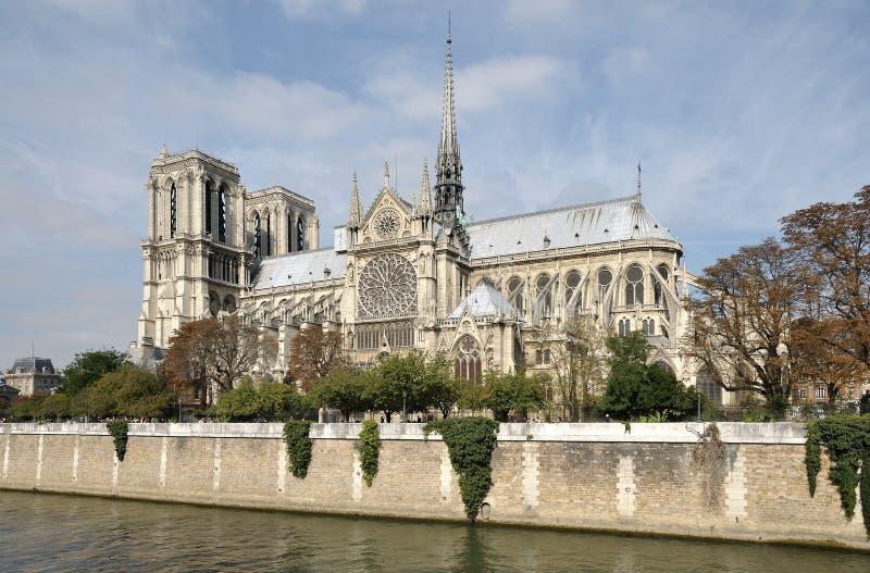 Notre Dame à l'automne images stock