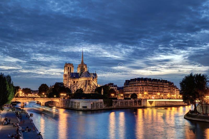 Notre-Dame à l'heure bleue photographie stock libre de droits
