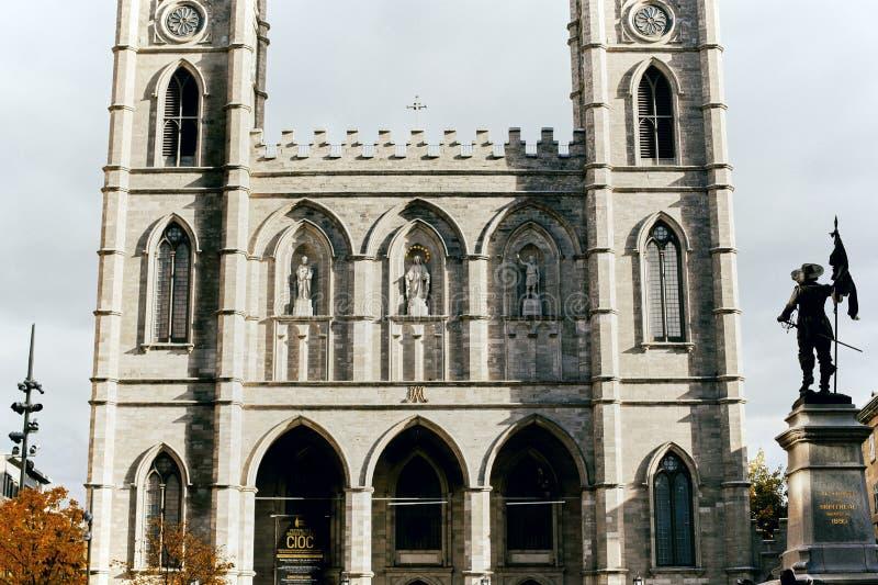 Notre Dame Basilica i Montreal, Kanada fotografering för bildbyråer