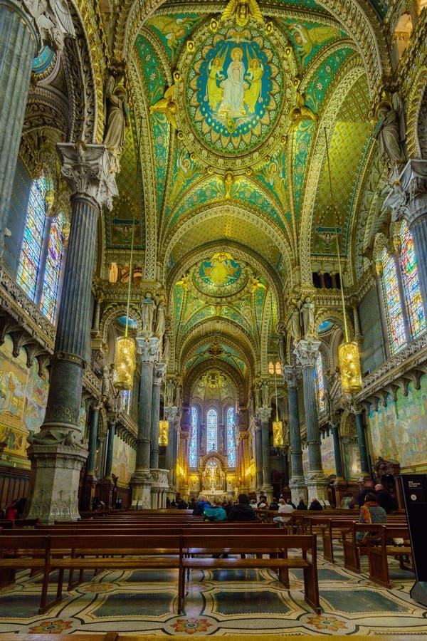 Notre-Dame bazyliki wn?trze w Starym Lion, zdjęcie royalty free