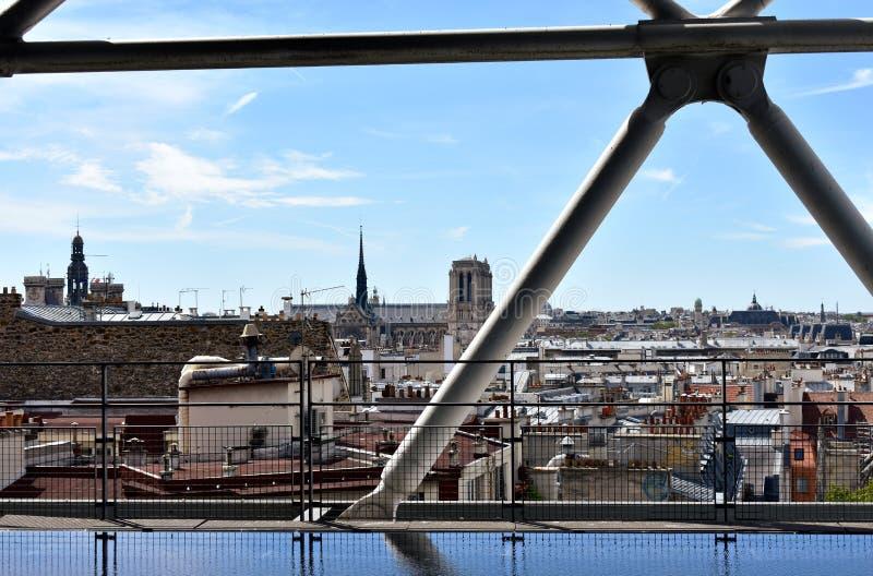 Notre Dame Cathedral do Centre Pompidou Paris, França, o 12 de agosto de 2018 imagem de stock