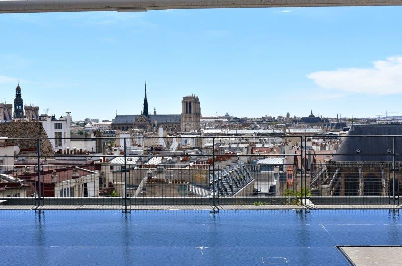 Notre Dame Cathedral do Centre Pompidou Paris, França, o 12 de agosto de 2018 foto de stock royalty free