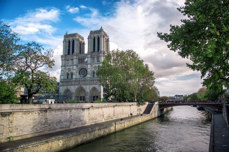 Notre Dame Cathedral et rivi?re la Seine Paris, France image stock