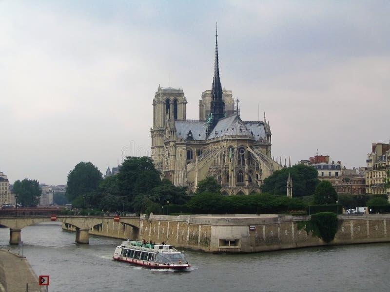 Notre Dame Cathedral från Pont de la Tournelle, Quartier latin, Paris, Frankrike royaltyfria bilder