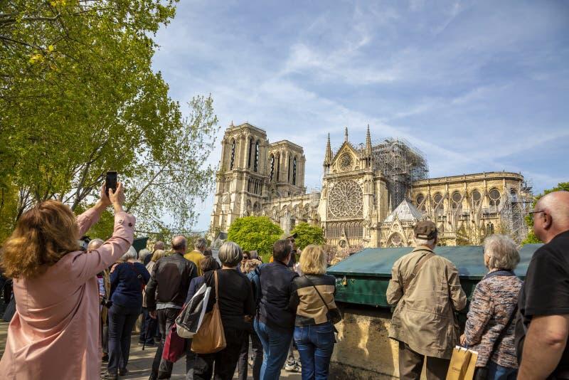 Notre Dame Cathedral i Paris efter branden arkivfoto
