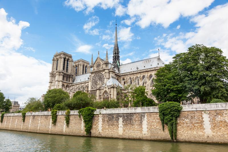 Notre Dame Cathedral i Paris royaltyfria foton