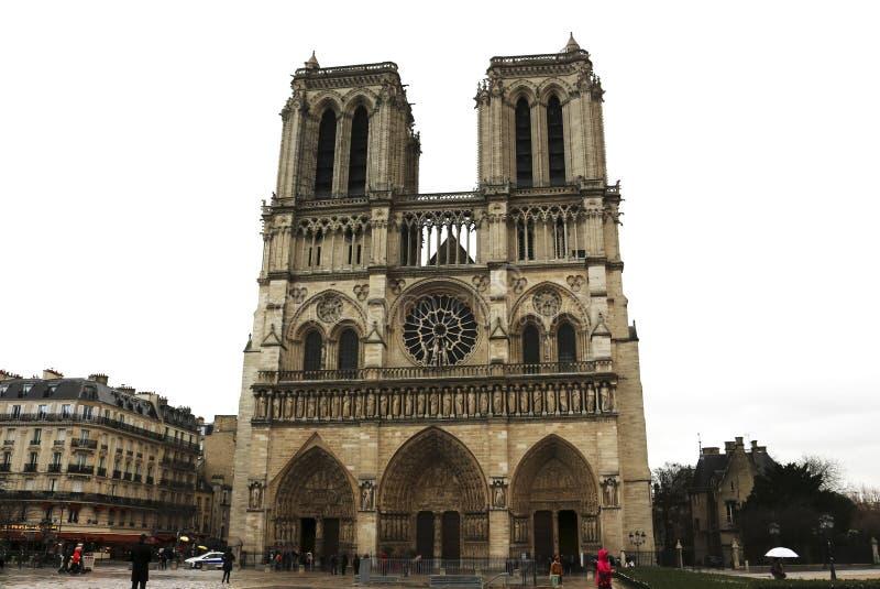 Notre Dame Cathedral - Paris, França - em um dia chuvoso fotografia de stock