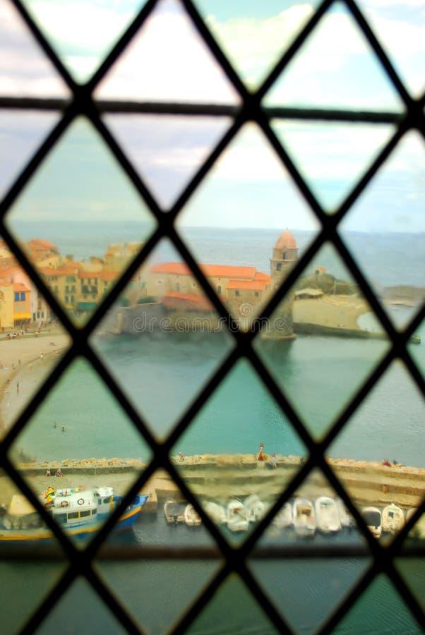 Notre Dame Church die de haven van Collioure overzien royalty-vrije stock foto