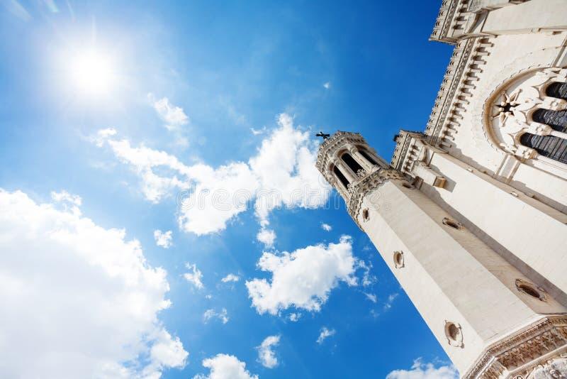 Notre-Dame De Fourviere bazylika przeciw niebieskiemu niebu zdjęcia royalty free