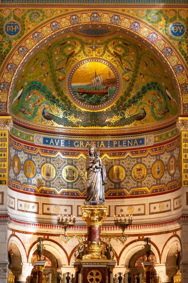 Notre Dame De La加尔德角大教堂教会在马赛-法国 库存照片