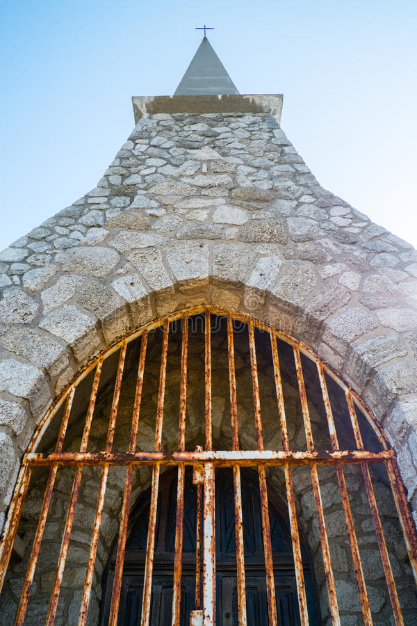 Notre Dame de la加尔德角教堂, Etretat村庄 免版税图库摄影