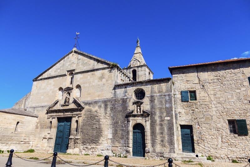 Notre Dame de la Major Church i Arles arkivfoton