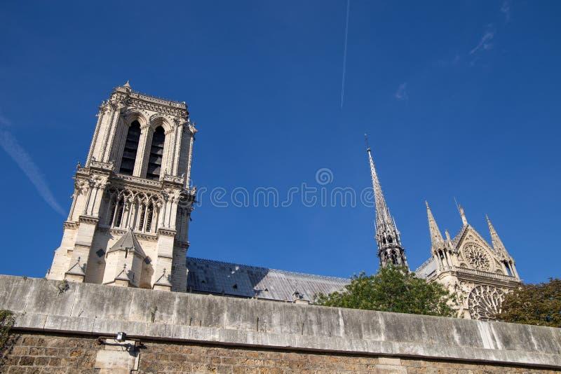 Notre Dame de París Chatedral en París de río Sena en París, Francia fotografía de archivo