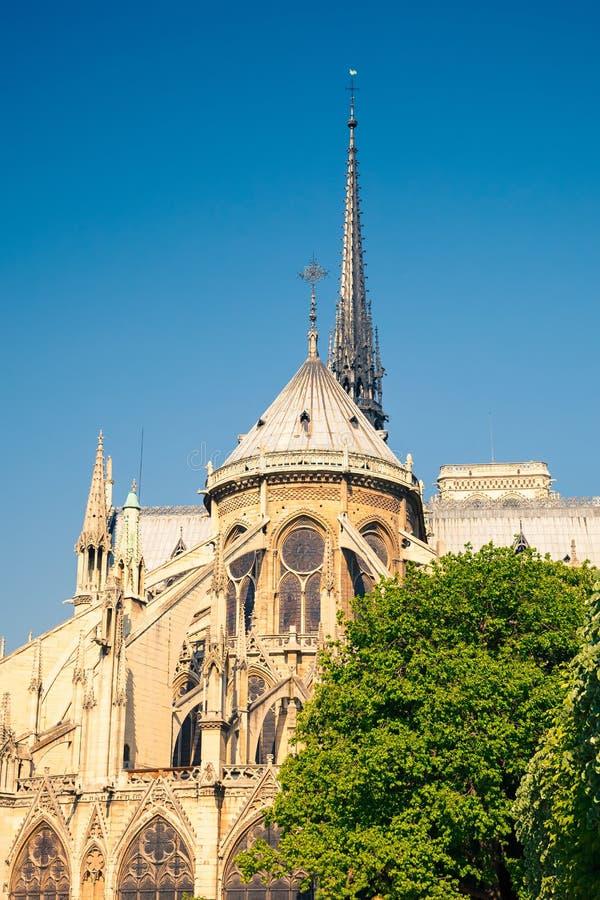 Download Notre Dame de Paris stockbild. Bild von anziehung, helm - 26369767