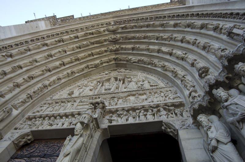 Download Notre-Dame de Paris redaktionelles stockfotografie. Bild von reise - 90227837