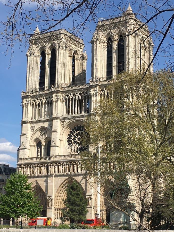 Notre Dame De Paris après accident de feu images libres de droits