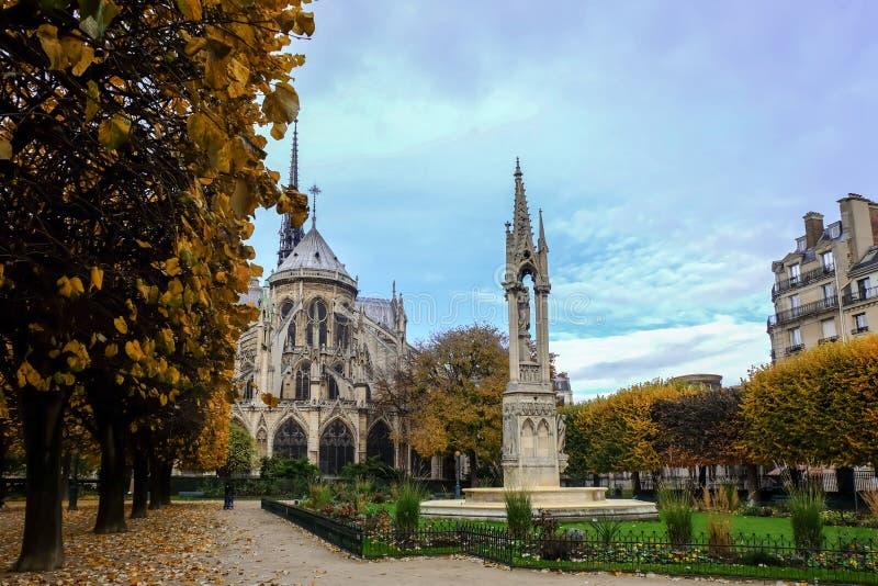 Notre Dame de Paris Cathedral, mest härlig domkyrka i Paris Östlig sida av domkyrkan france royaltyfri foto