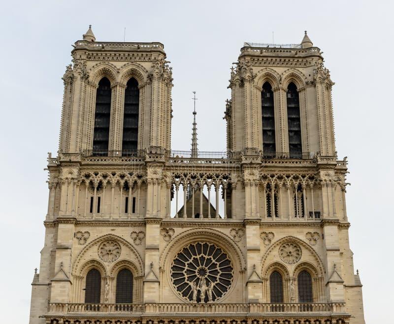Notre-Dame de Paris da catedral - a arquitetura gótico francesa construída, e estão entre a maioria de igrejas conhecidas no mund fotografia de stock
