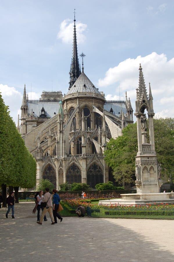 Notre Dame de Paris dalla parte posteriore fotografie stock