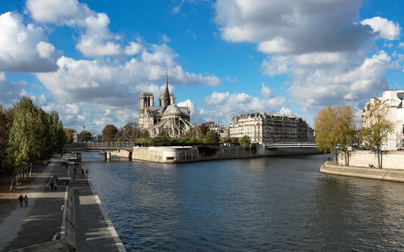Notre Dame de Paris e la Senna immagine stock