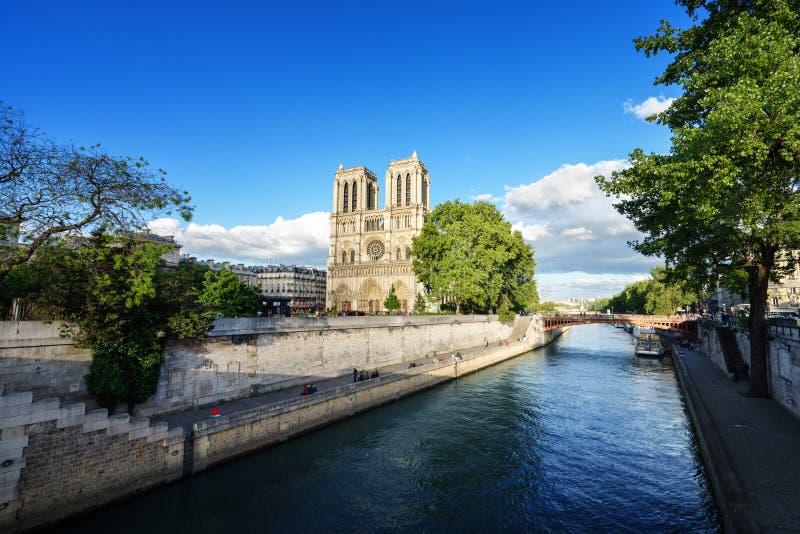 Notre Dame de Paris, Frankrike arkivfoton