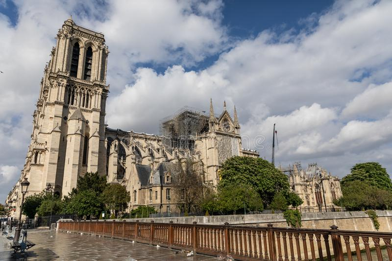 Notre Dame de Paris, Frankrike efter branden fotografering för bildbyråer