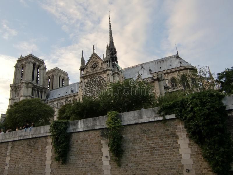 Notre-Dame de Paris od wody zdjęcia stock