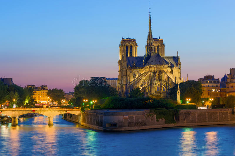 Notre Dame De Paris przy nocą obraz stock