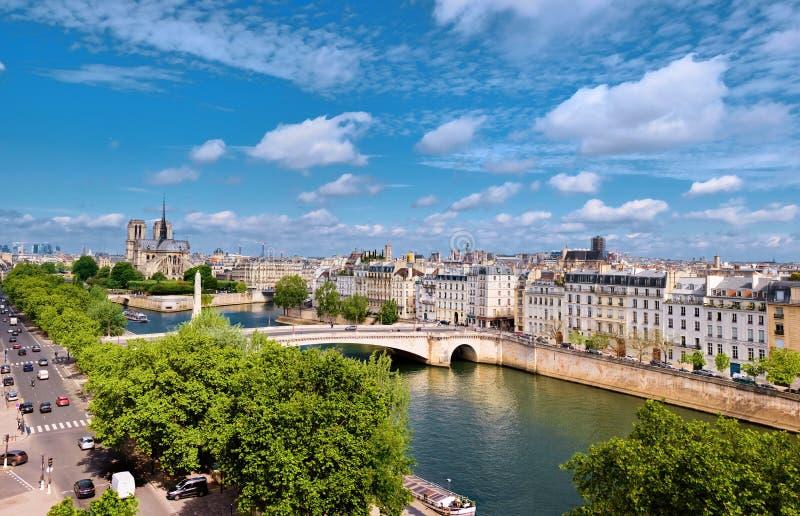 Notre-Dame domkyrka i Paris i våren, en flyg- sikt royaltyfria foton
