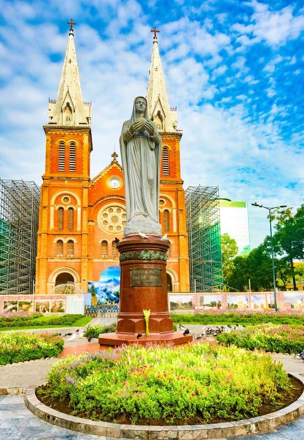 Notre-Dame domkyrkabasilika av Saigon Vetnam arkivbilder