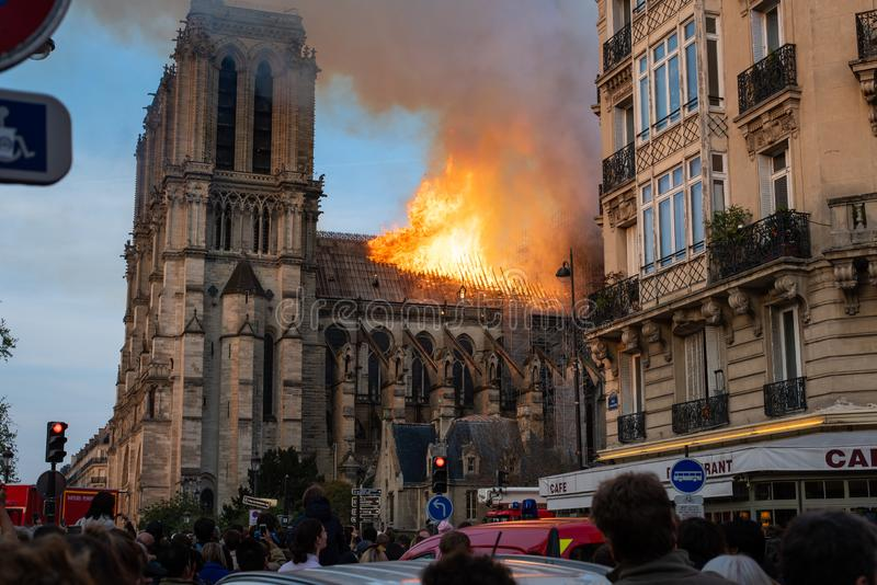 Notre Dame Fire royaltyfri bild