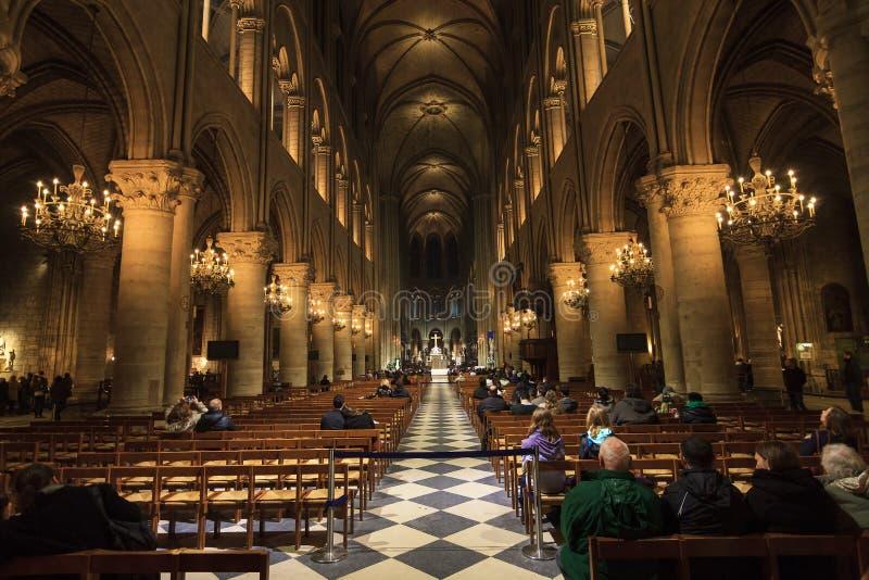 Notre-Dame inre arkivfoton