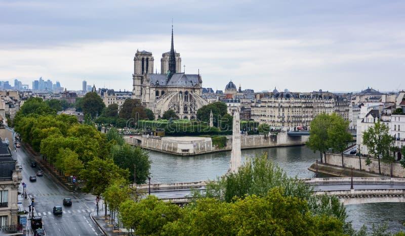 Notre Dame-kathedraal van Institut du Monde Arabe, Parijs wordt gezien dat royalty-vrije stock fotografie