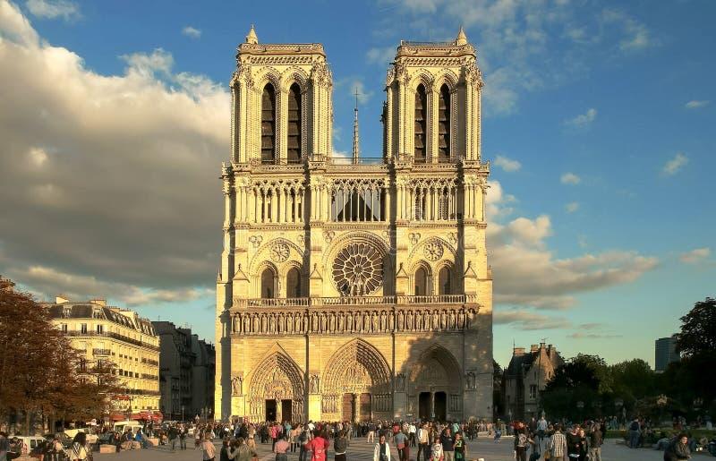 NOTRE DAME, PARIGI, FRANCIA 20 SETTEMBRE 2015: entrata anteriore alla cattedrale di Notre-Dame, Parigi fotografia stock
