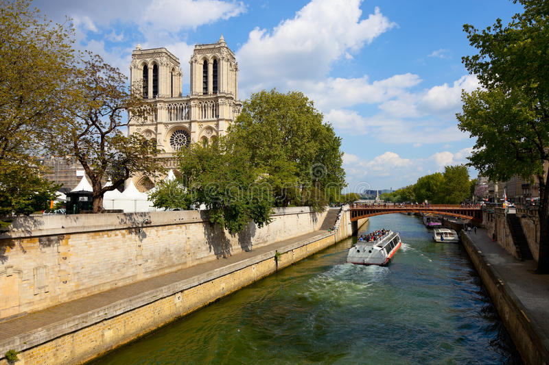 Download Notre Dame in Paris editorial image. Image of outdoors - 19628830