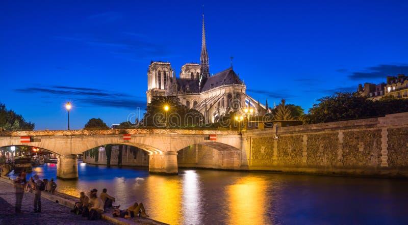 Notre Dame sur le fleuve Seine, Paris image libre de droits