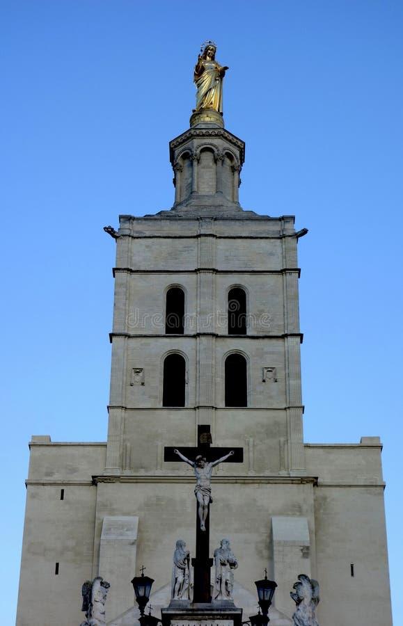 Notre Dames des Domes Cathedral dichtbij Pauselijk Paleis in Avignon, Frankrijk royalty-vrije stock foto