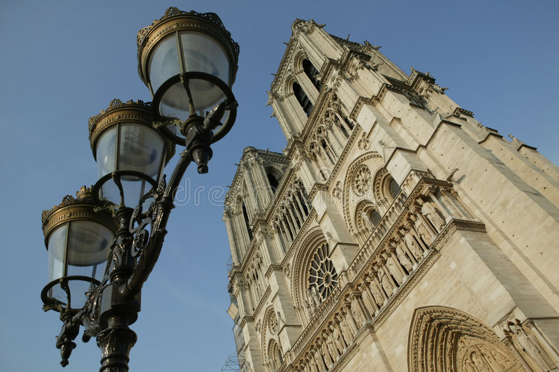 Download Notre Paris För Dame De Les Turnerar Arkivfoto - Bild av stad, kristen: 243720