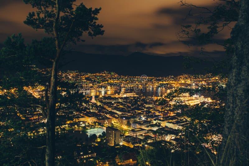 Notte a Bergen immagini stock libere da diritti