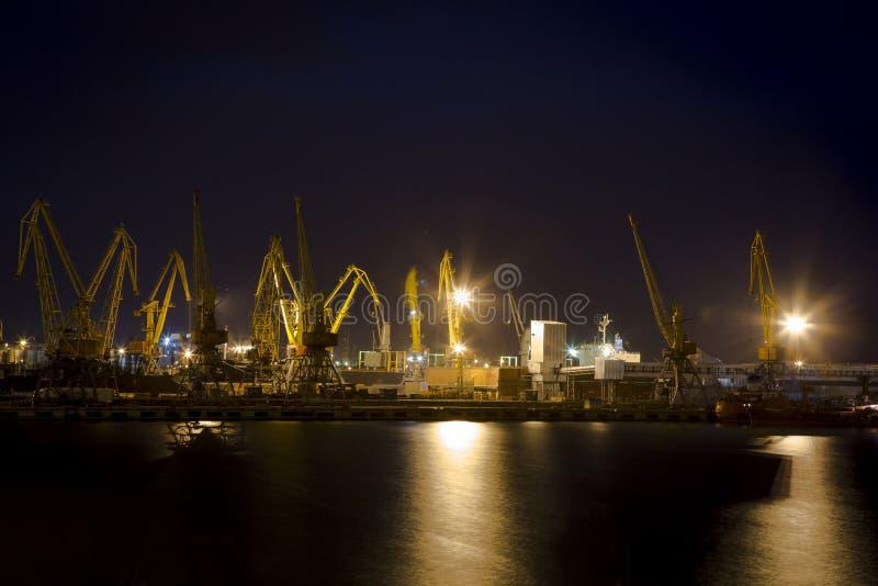 Notte a città portuale fotografia stock